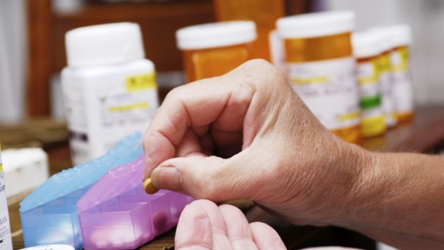Prof. T. Targowski: warto rozważyć rozszerzenie listy leków 75+
