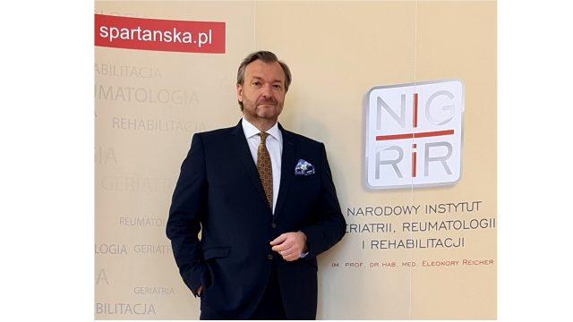 Nowa klasyfikacja sieci szpitali stwarza szansę na wzmocnienie geriatrii – wywiad z dr. n med. Markiem Tombarkiewiczem